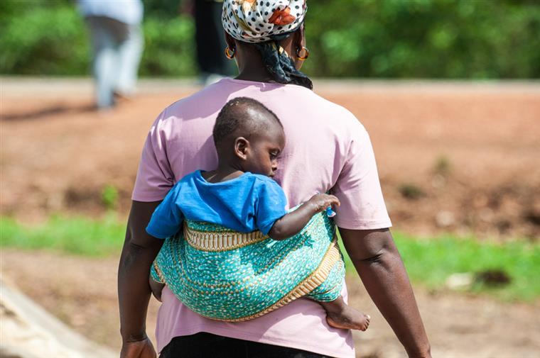 Cerca de 28 mil pessoas foram infectadas na Guiné-Conacri, Serra Leoa e Libéria