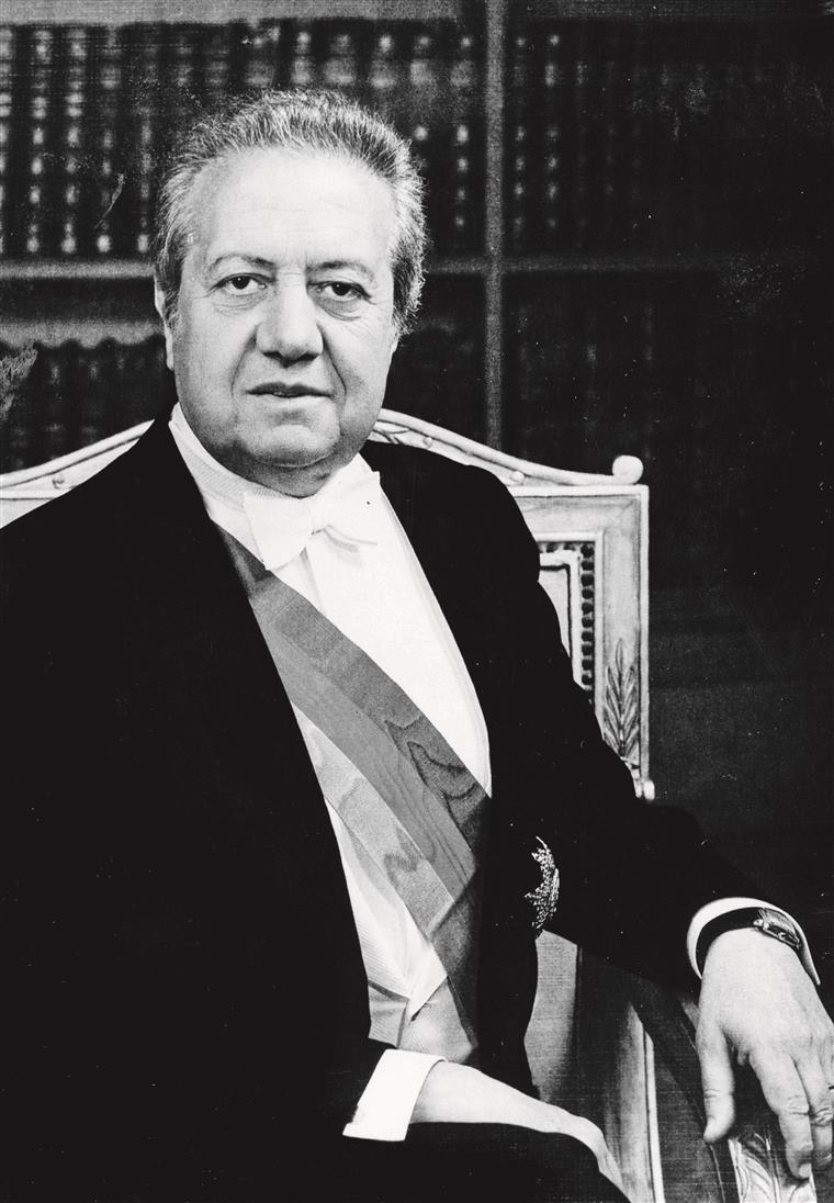 Mário Soares auto-suspendeu-se de secretário-geral do PS quando o partido decidiu apoiar a recandidatura de Eanes a Belém