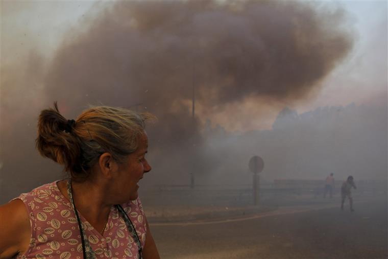 Durante o incêndio, sete pessoas (cinco bombeiros e dois civis) sofreram ferimentos ligeiros