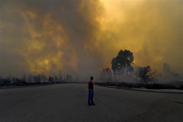Há ainda fortes indícios de que o suspeito seja o autor de um grande incêndio que ontem deflagrou na localidade de Lavradio
