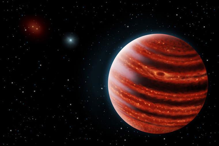 A estrela que o orbita tem apenas 20 milhões de anos