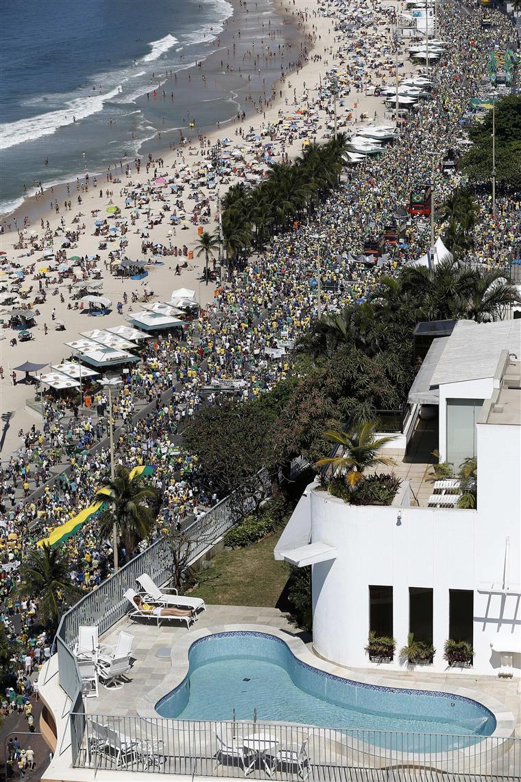 Protestos no Rio de Janeiro levam milhares às ruas