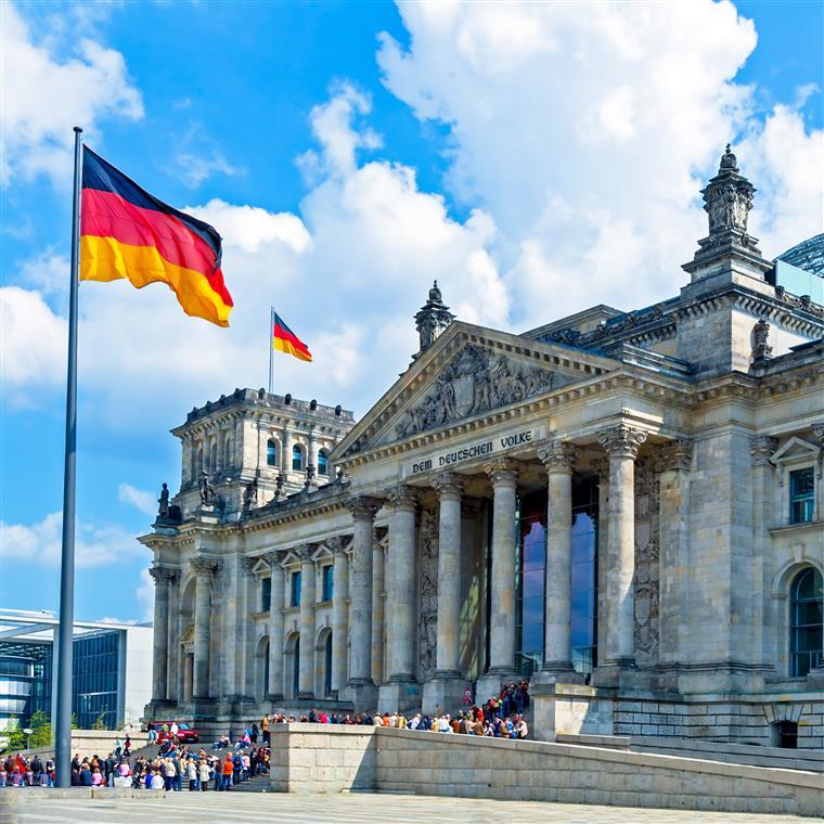 Foram 454 votos a favor, mas 113 votos contra e 18 abstenções por parte dos deputados alemães