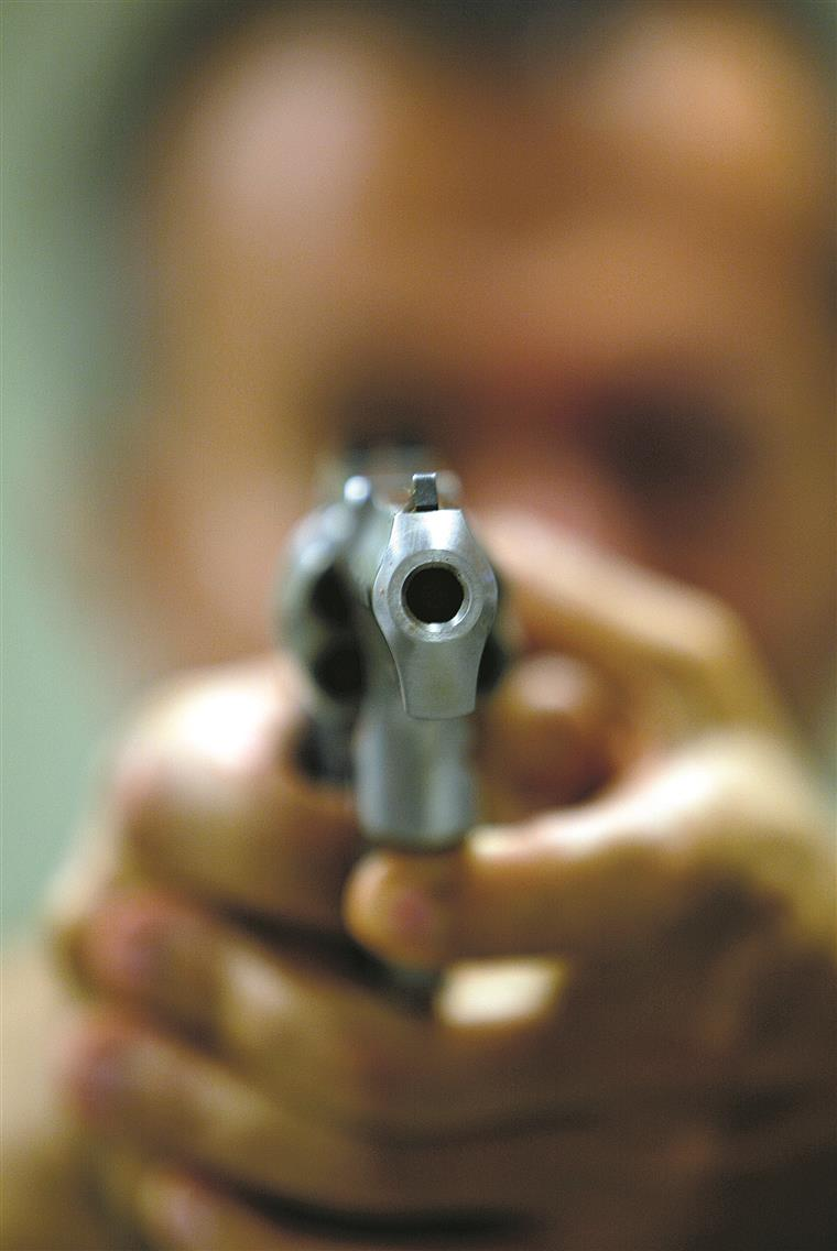 Diogo Mateus, o presidente  da câmara, não ganhou  para o susto quando soube  que tinha uma arma de fogo  dentro do edifício