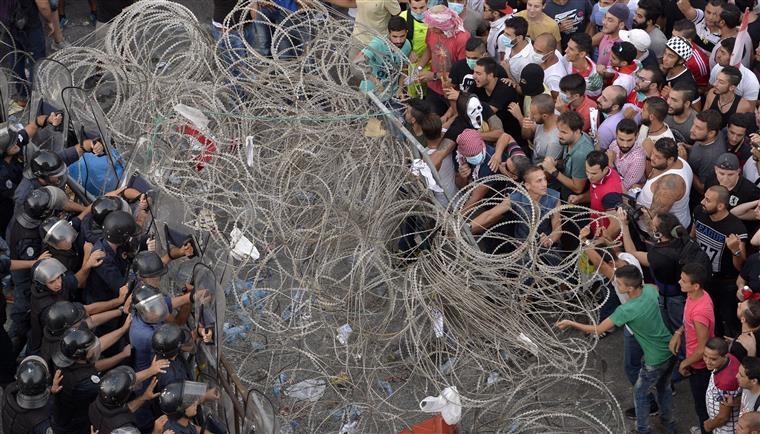 No sábado, os confrontos provocaram 83 feridos
