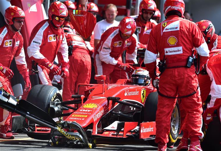 Ainda nos treinos livres, Rosberg ficou sem um pneu traseiro no seu Mercedes