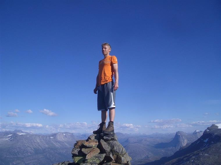 Gunnar Garfors no topo... da Noruega (Monte Klubbviktind)