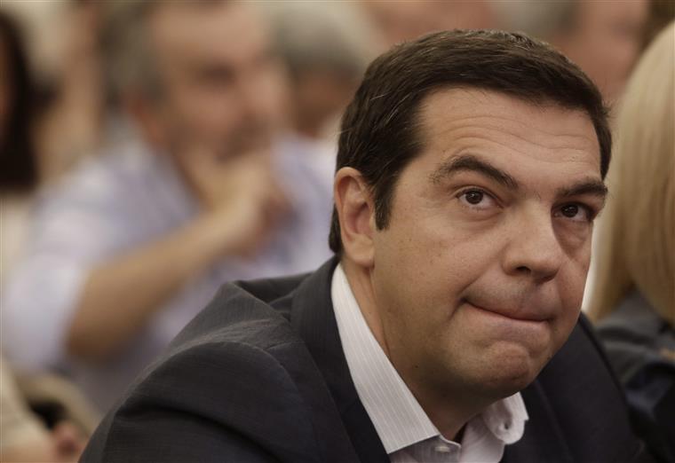 Uma sondagem publicada no fim-de-semana evidenciou que a popularidade de Alexis Tsipras caiu a pique desde Março