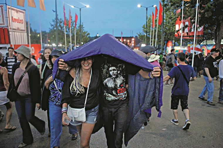 Festa do PCP gera polémica. Várias pessoas queixam-se de ter sido agredidas