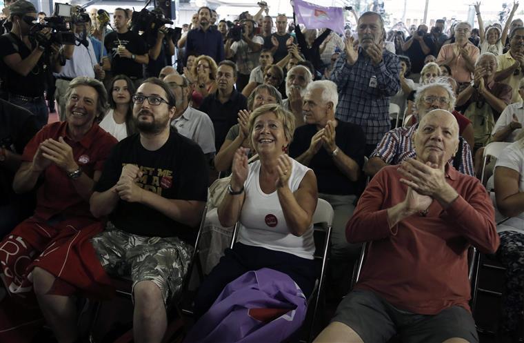 Apoiantes do Syriza comemoram vitória