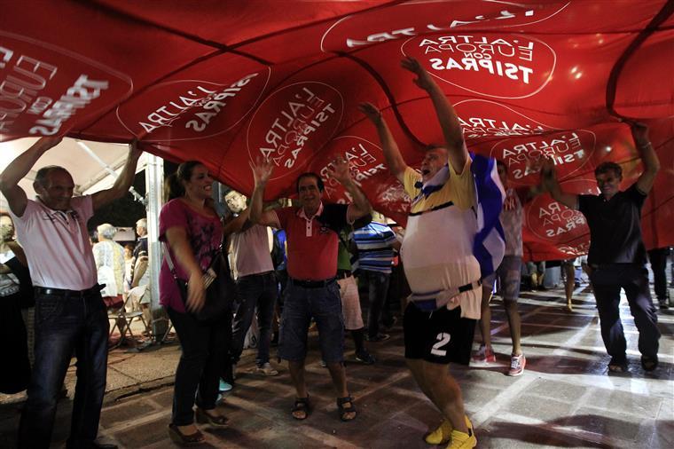 Apoiantes do Syriza festejam nova vitória do partido de Tsipras