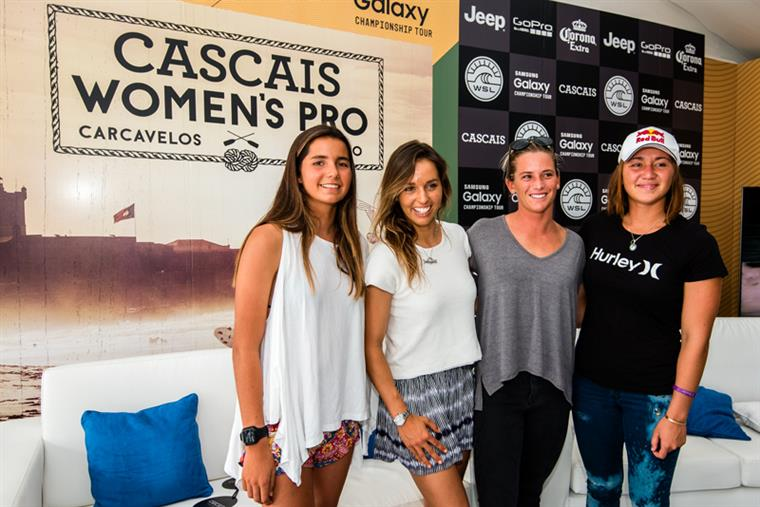 Teresa, Sally, Courtney e Carissa na apresentação do evento