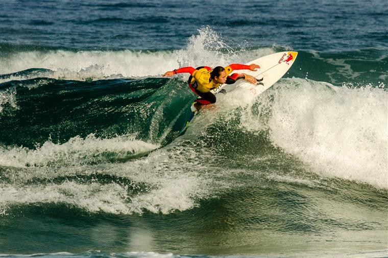 Carissa a rasgar nas ondas portuguesas