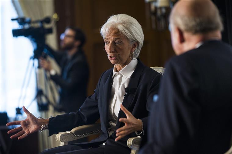 """Lagarde diz que crescimento económico global deve ser este ano """"mais fraco"""""""