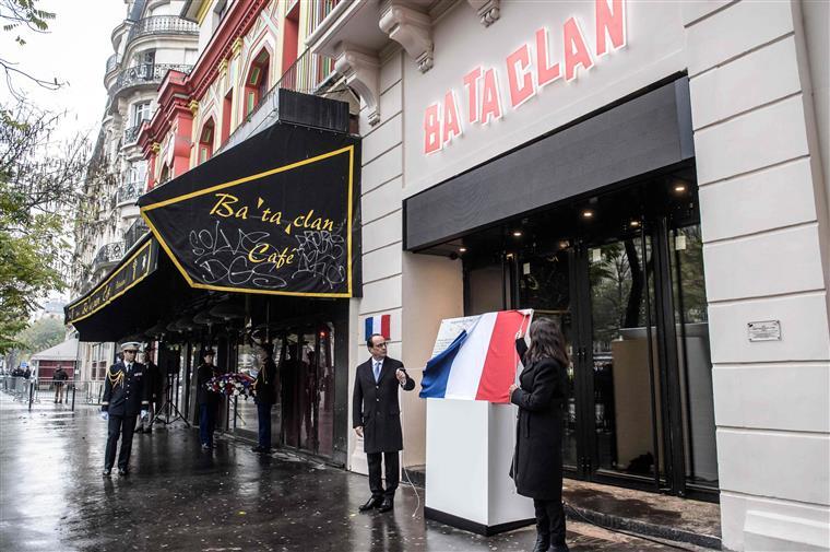 Hollande e Hidalgo prestaram homenagem às vítimas em vários locais de Paris