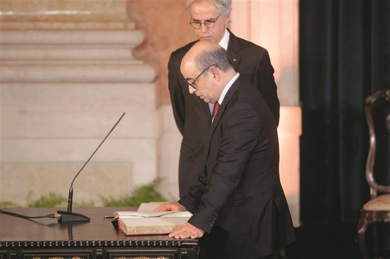 Azeredo Lopes está debaixo de fogo após a demissão do CEME, general Carlos Jerónimo