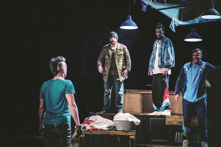 Cá estão os malvados: Seiffert (Miguel Damião), Buscher (Nuno Lopes), Slupianeck (Bruno Nogueira) e Braukmann (Romeu Costa)