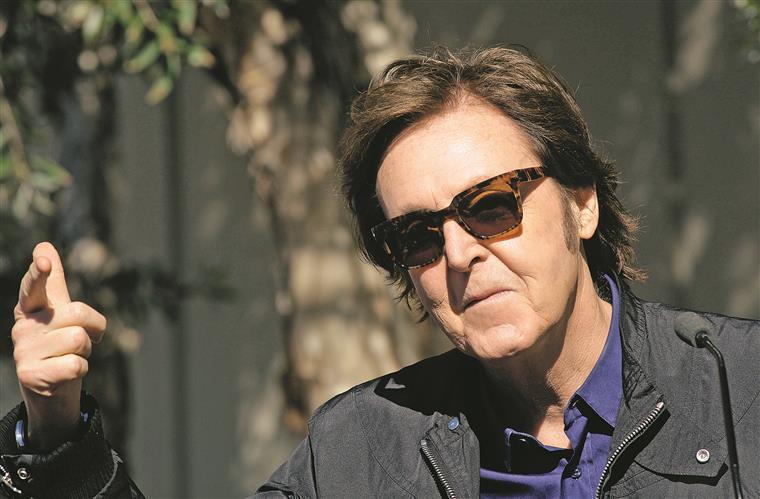 Paul McCartney, em 2015, gravou com Kanye West e Rihanna. Sempre a apontar em frente