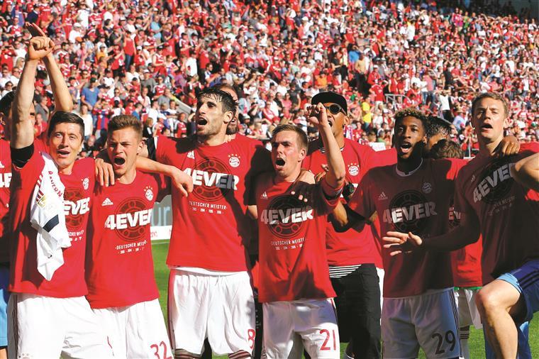 O Bayern festejou o seu quarto e inédito título seguido