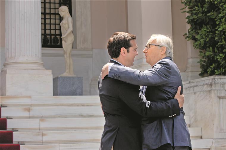 Tsipras negociou em maio um novo acordo com a União Europeia e com o FMI