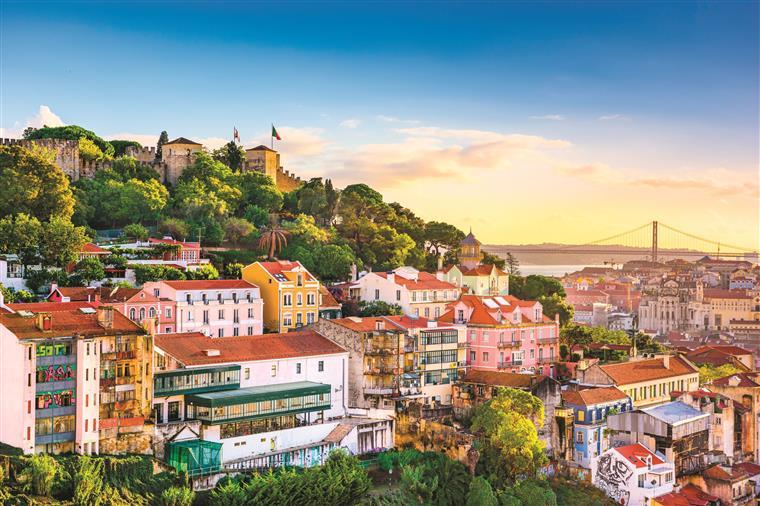 A estadia média de noites em Lisboa através desta plataforma foi de 4,1, enquanto na hotelaria esse número desce para duas noites