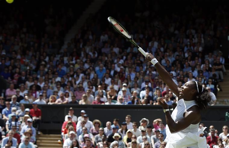 Lá vai ela, Serena rumo às meias-finais
