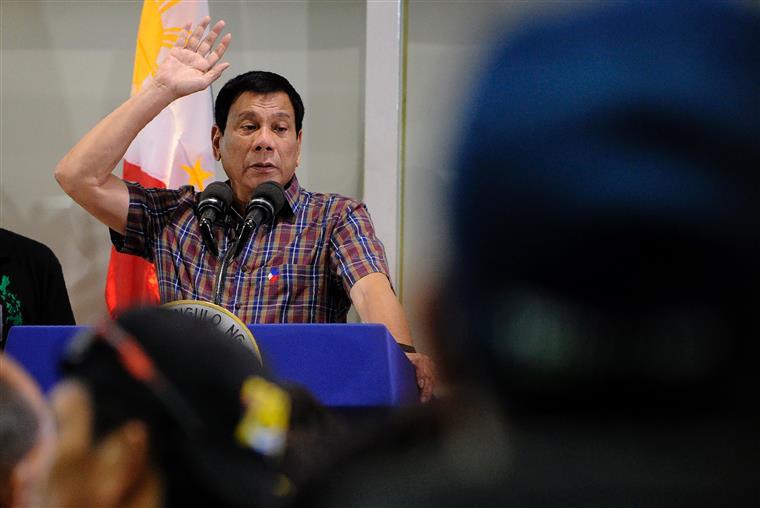 O presidente das Filipinas Rodrigo Duterte está a salvo