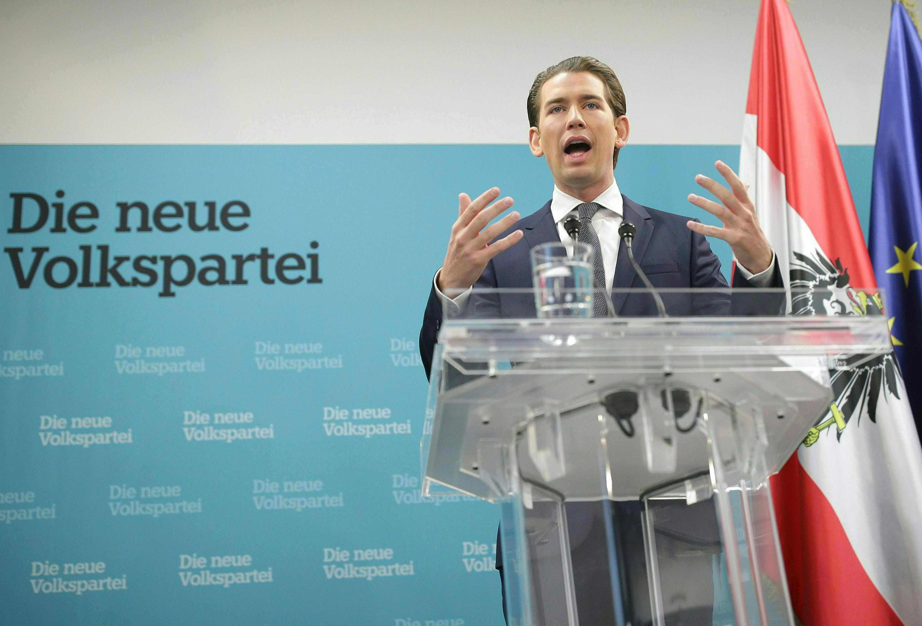 Conservador convida extrema-direita para governo na Áustria