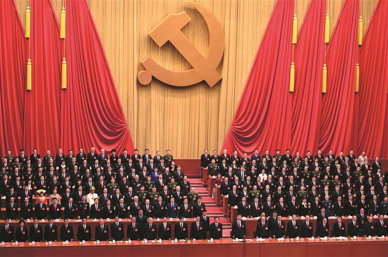 Congresso do PCC termina quarta-feira com a renovação do mandato presidencial de Xi Jinping