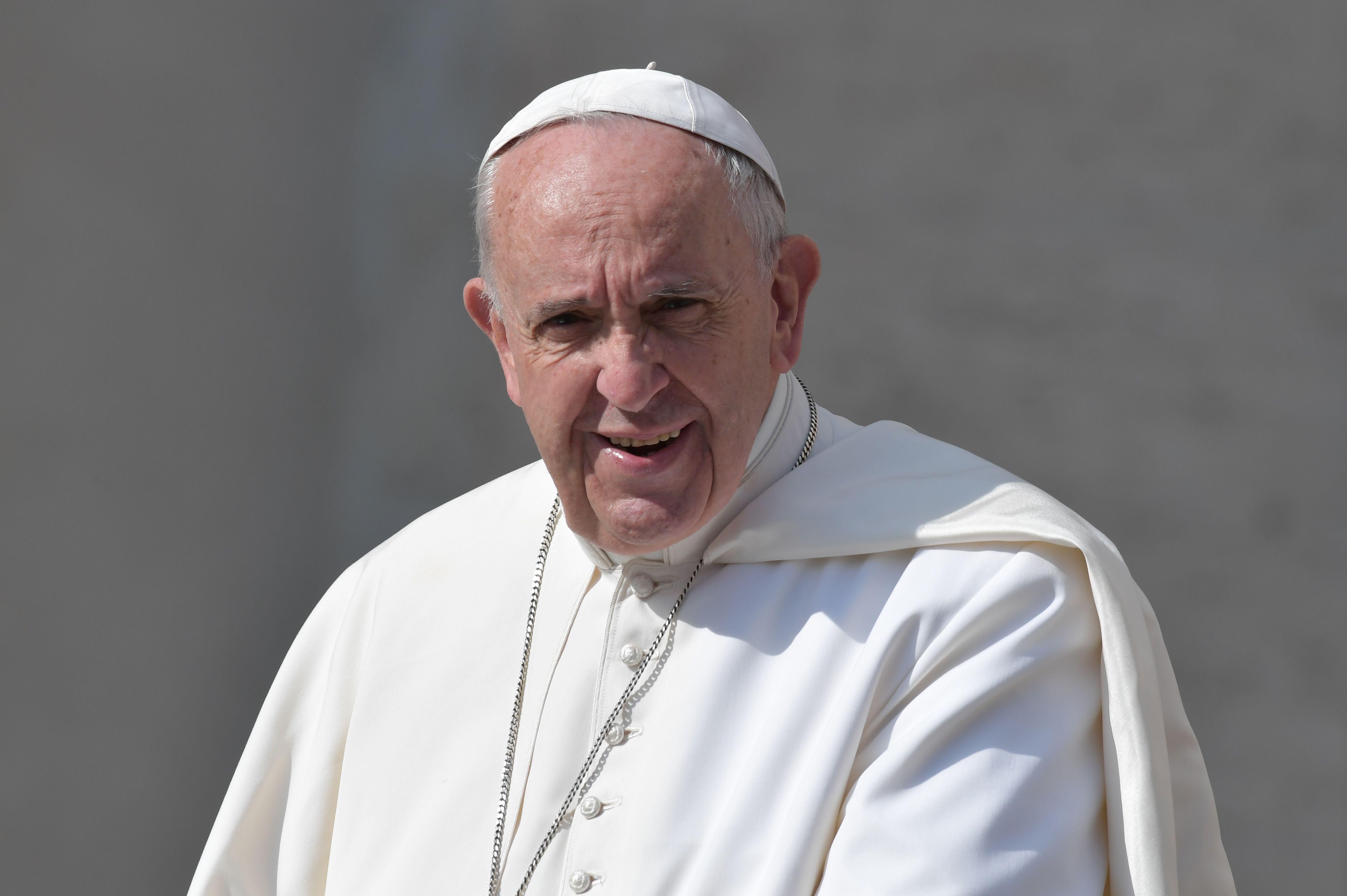Papa Francisco fala em direto com astronautas no Espaço, [vídeo]