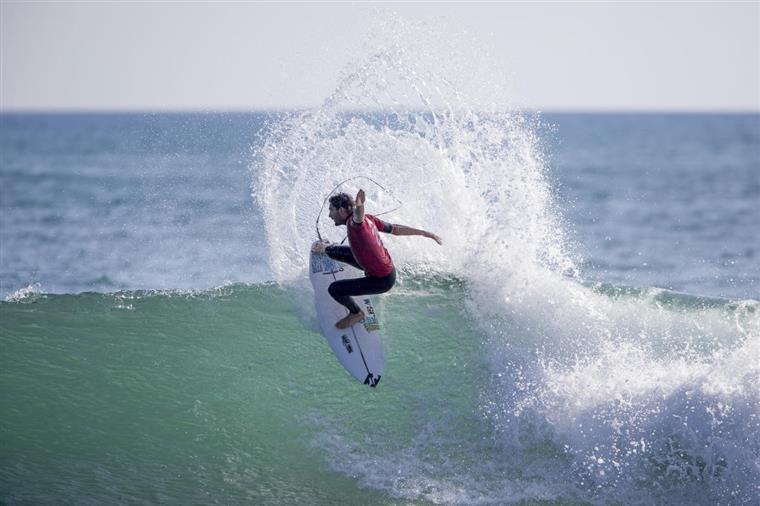Frederico Morais qualifica-se para as meias-finais de Cascais — Surf