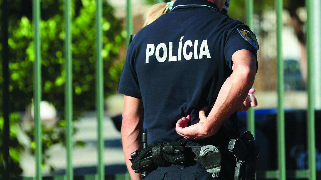 Polícia filmado a ser agredido em Lisboa