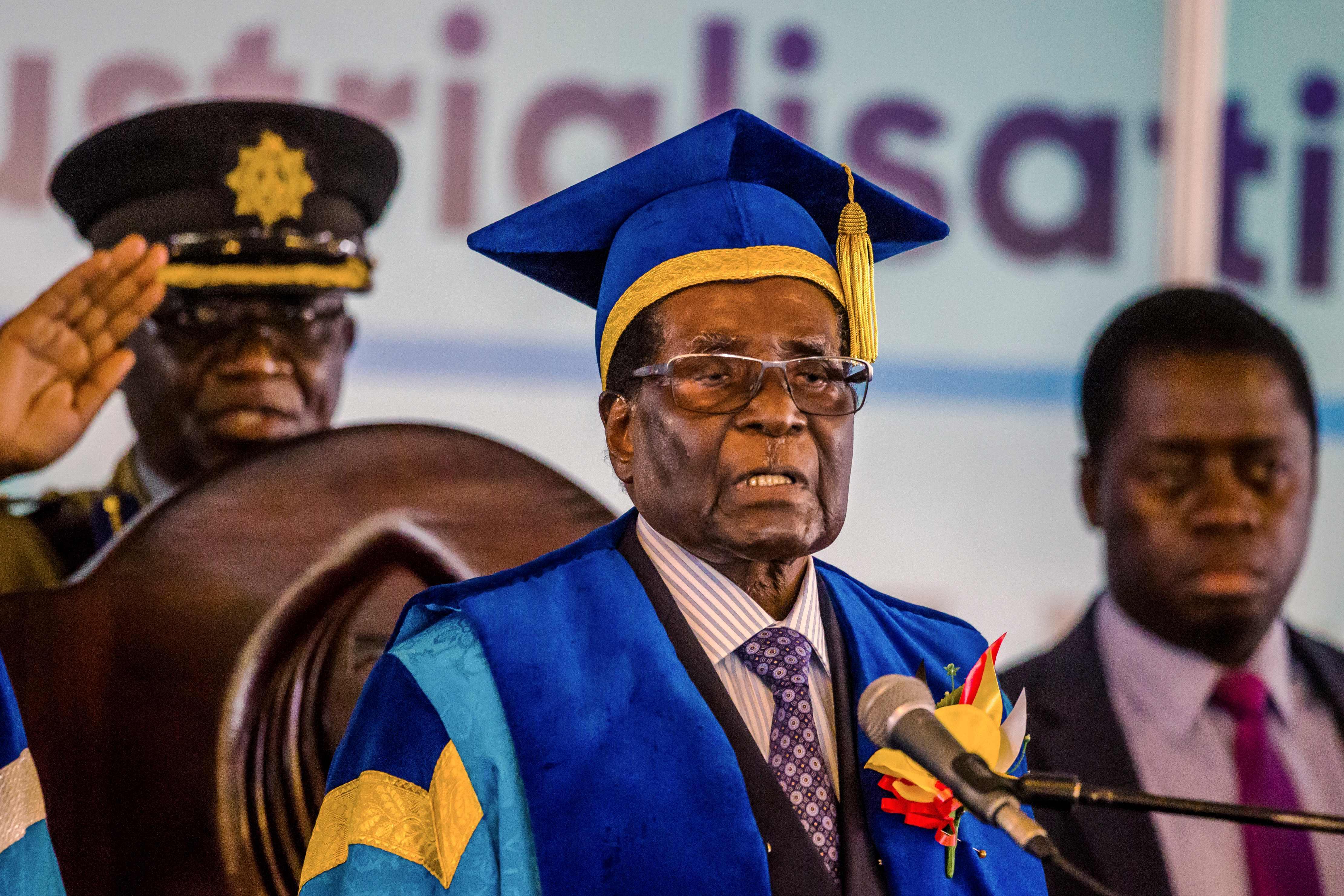 Mugabe faz primeira aparição pública após militares assumirem Zimbábue