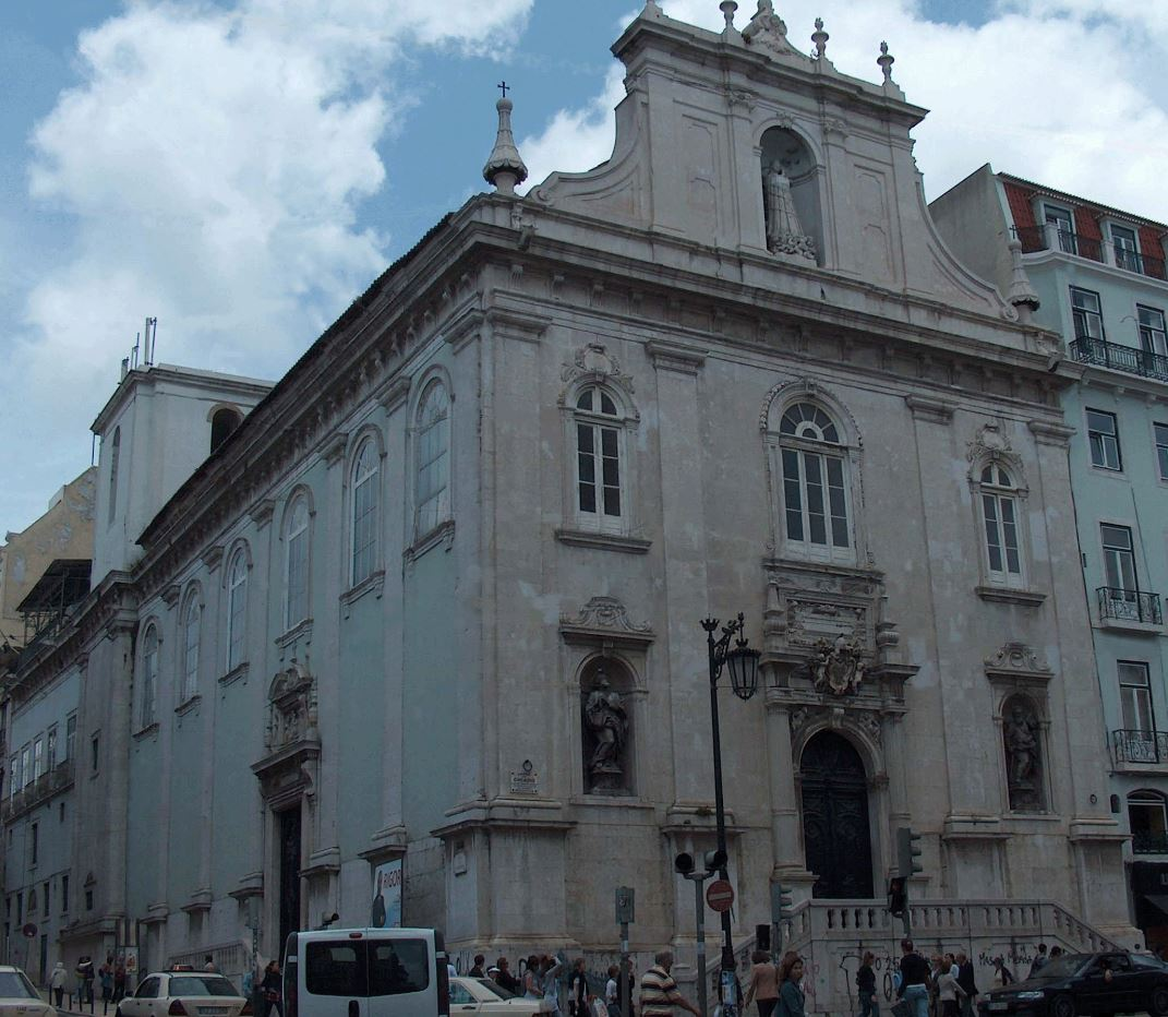 Fachada da Igreja do Loreto, em Lisboa, parcialmente incendiada