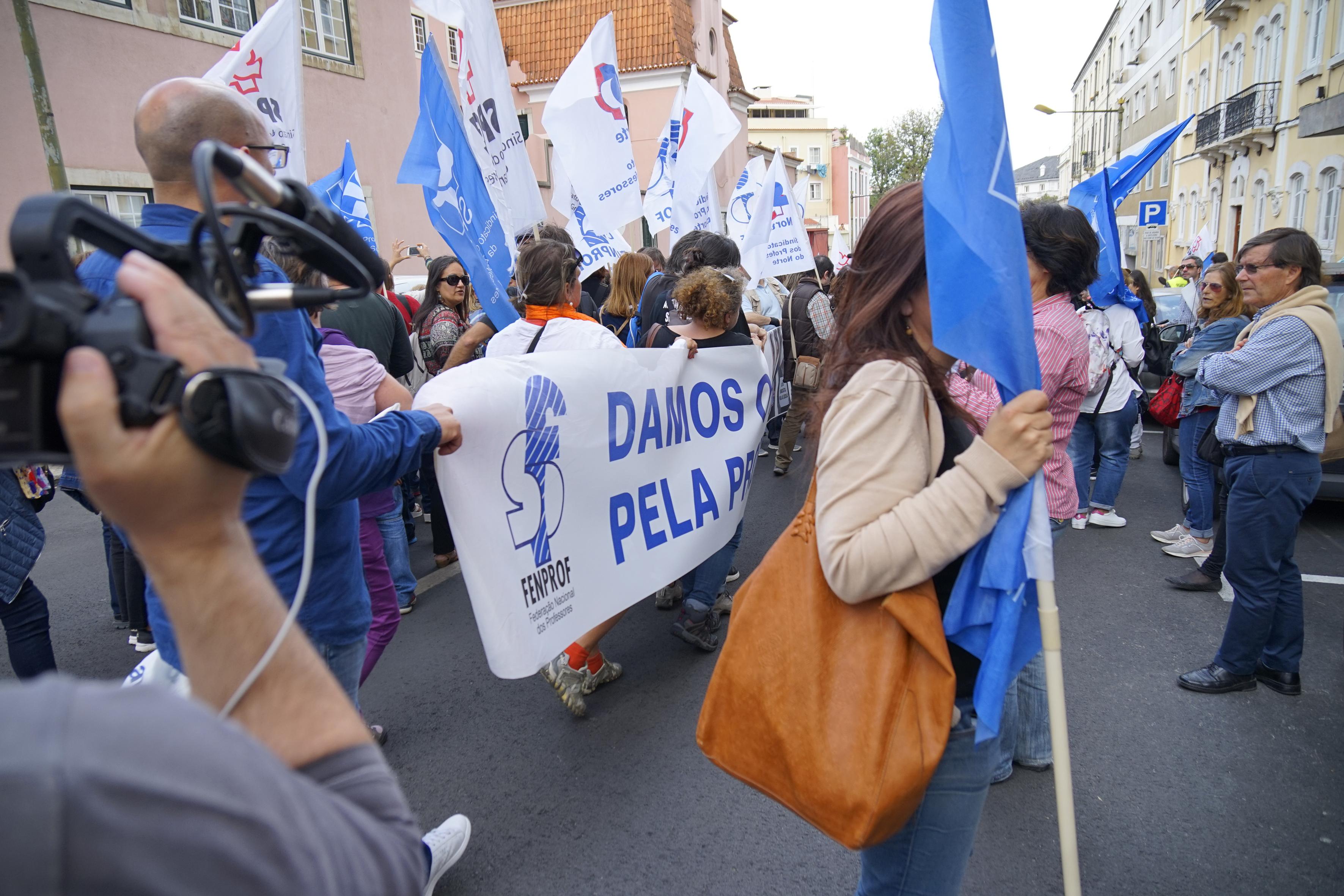 Professores anunciam greve para 15 de novembro
