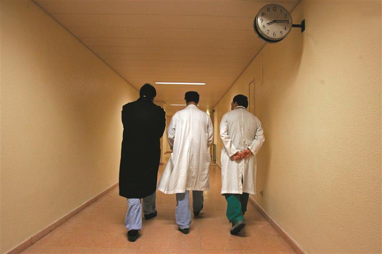 Os médicos cumprem hoje um dia nacional de greve