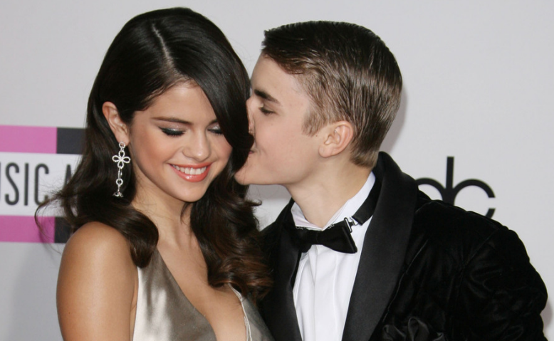 Mãe de Justin Bieber celebra retorno com Selena Gomez