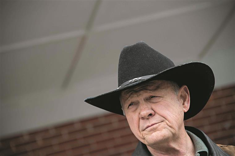 Roy Moore levou o Partido Republicano a uma derrota dolorosa