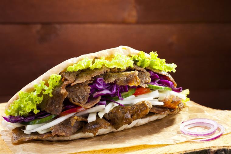 União Europeia admite proibir kebabs