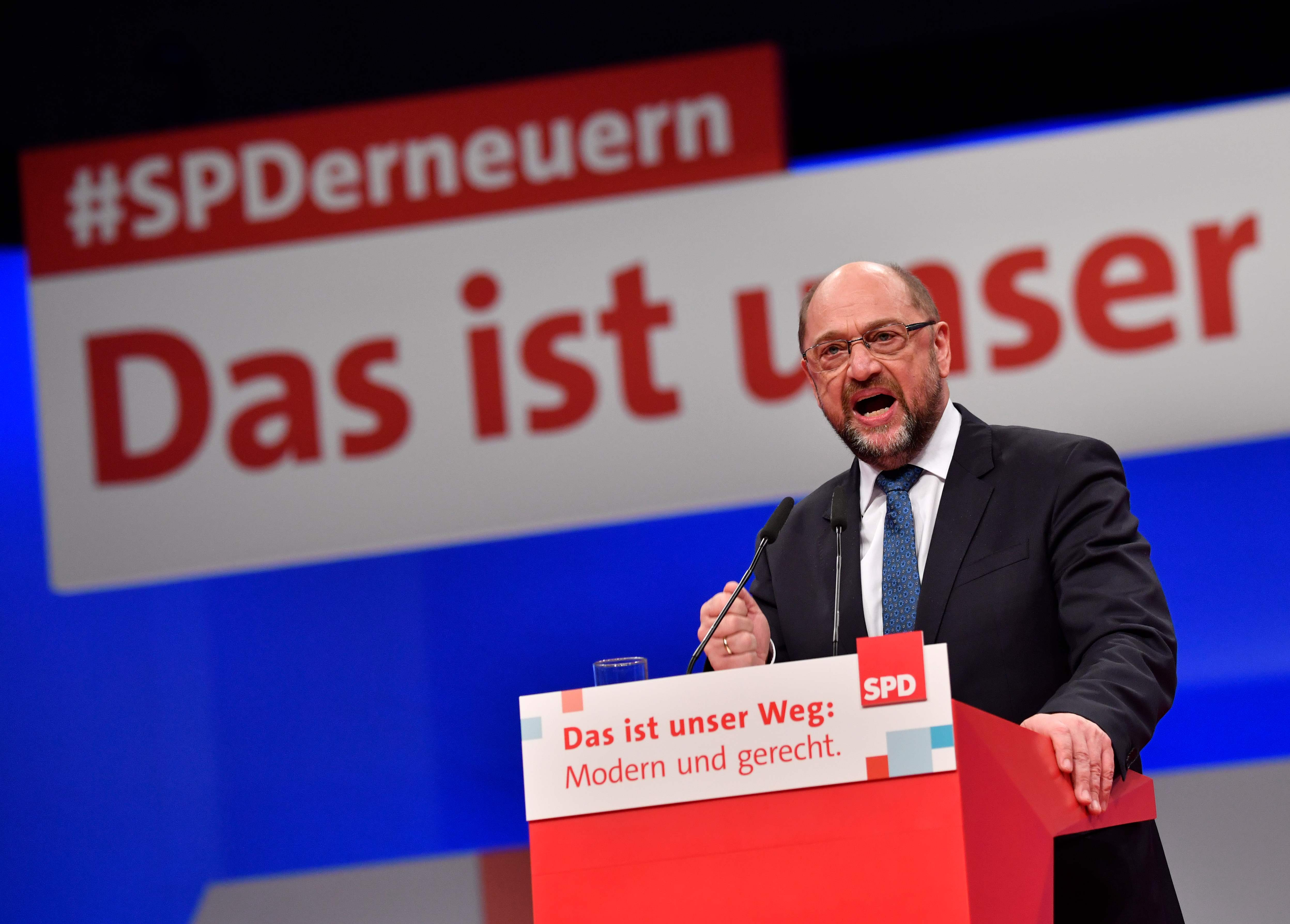 SPD dá autorização a Schulz para negociar coligação em Governo com Merkel