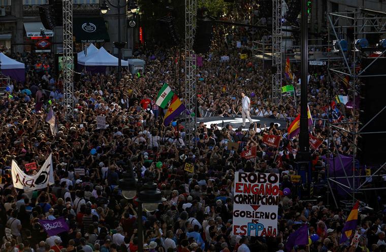 Milhares de apoiantes do Podemos protestaram em Madrid, no sábado
