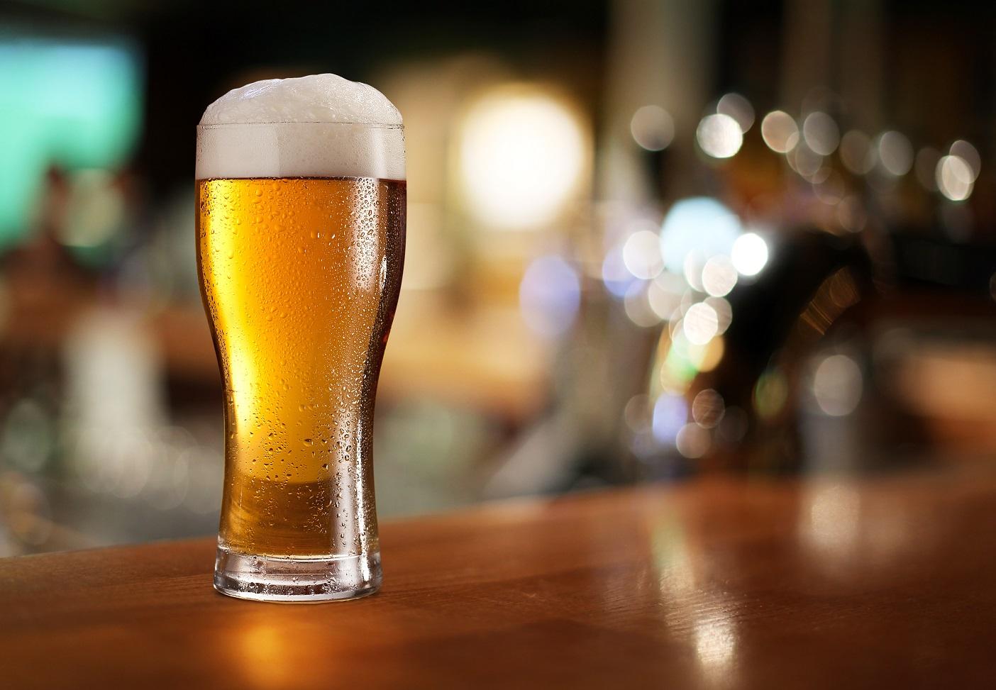 Um copo pequeno de vinho ou cerveja pode aumentar risco de cancro da mama