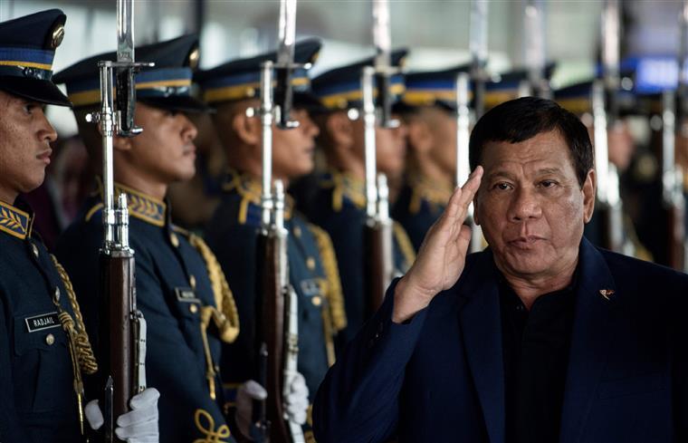 Violência obrigou presidente Duterte a regressar da Rússia mais cedo do que o previsto