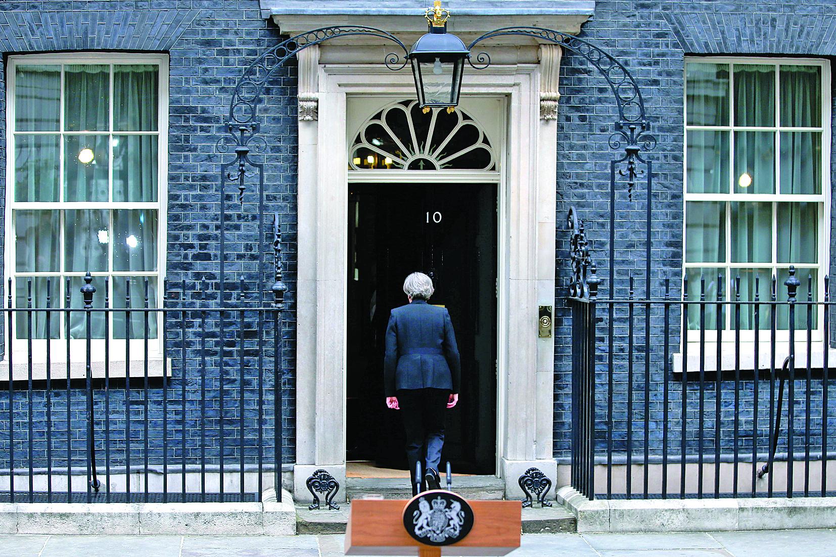 Trabalhistas avançam e já ameaçam Theresa May em eleições no Reino Unido