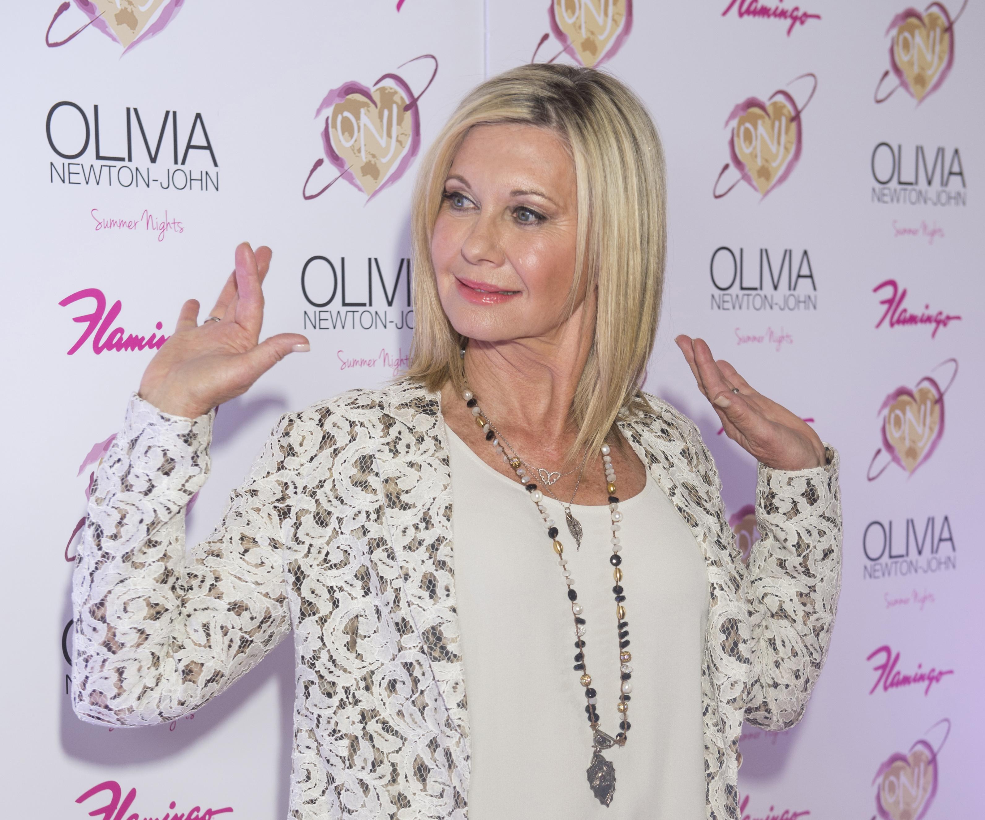 Estrela de 'Grease', cantora diz que câncer de mama voltou