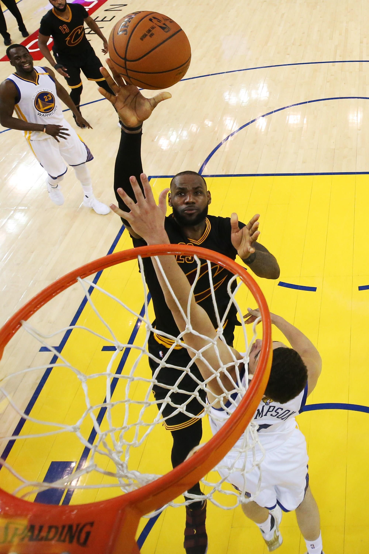 NBA. Golden State Warriors sagram-se campeões