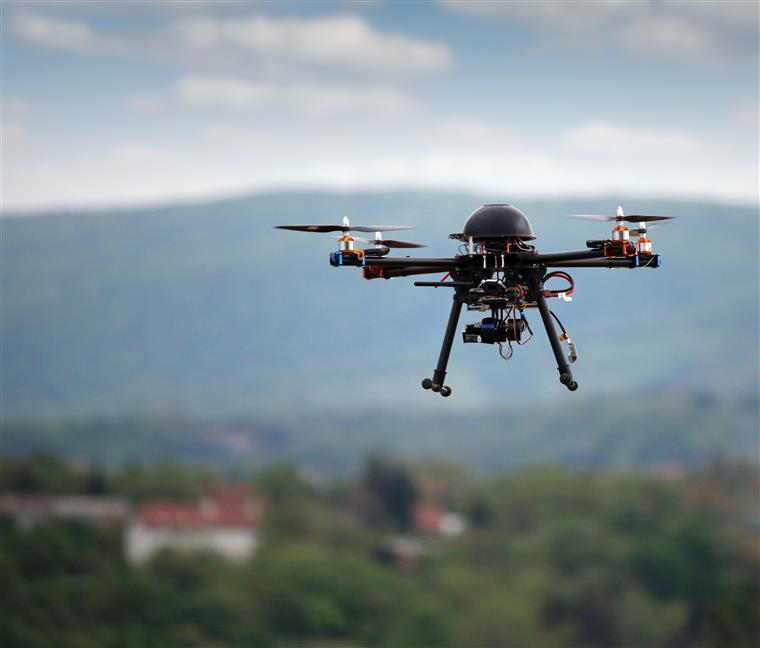 Jovens filmadas nuas por drone
