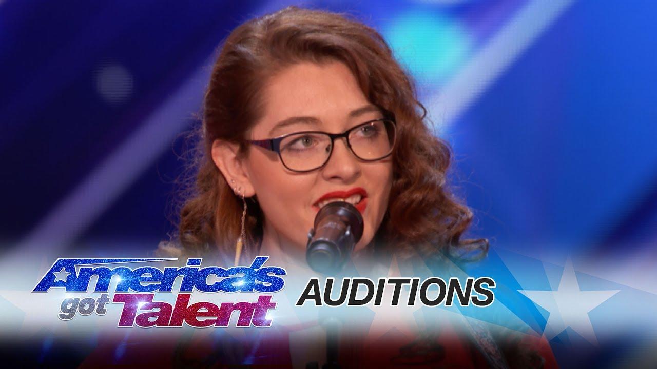Jovem surda canta música autoral e emociona em reality show americano