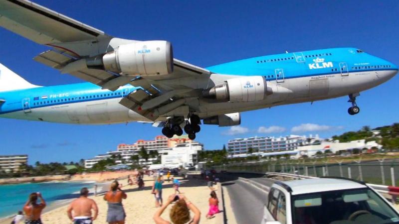 Vento produzido por turbinas de avião mata mulher em praia no Caribe
