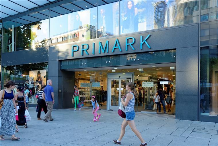 Primark retira chinelos por causa de químicos perigosos